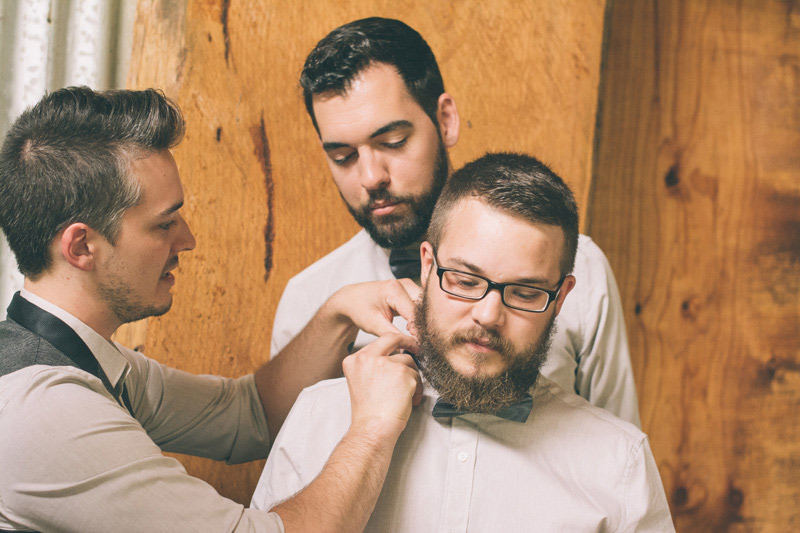 groom preparation photos in the blue mountains